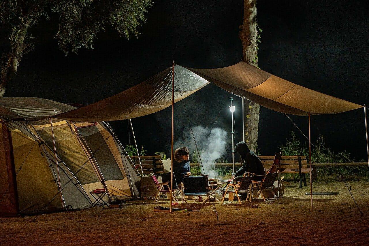 Comment se préparer et partir en camping en pleine nature ?
